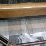 Il cenacolo in seta, particolare del telaio durante la tessitura
